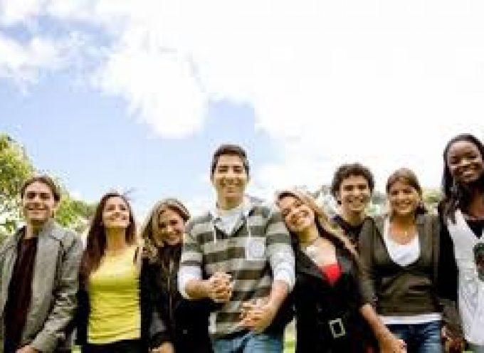 Barcelona pone en marcha una campaña para buscar trabajos a los jóvenes en verano