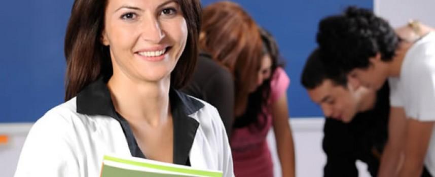 Bruselas recomienda a los jóvenes que usen más Internet para buscar empleo