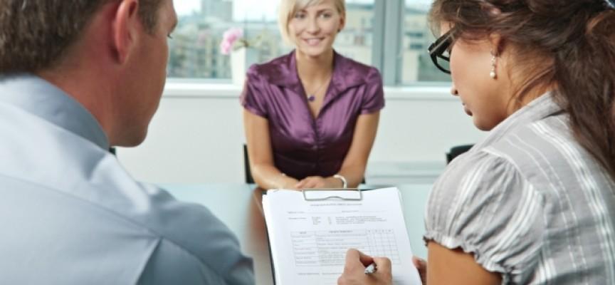 ¿Qué debo hacer para causar buena impresión en una entrevista de trabajo?