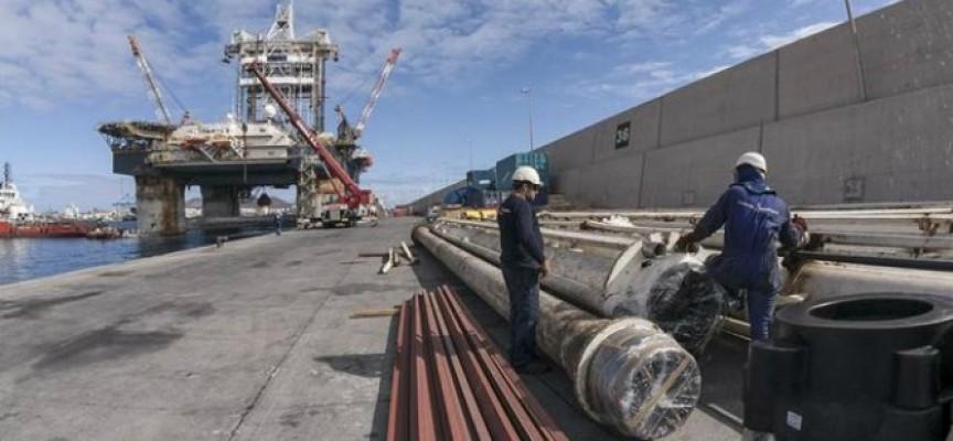 Dos empresas promoverán la contratación de personal para la base logística de Repsol en Canarias