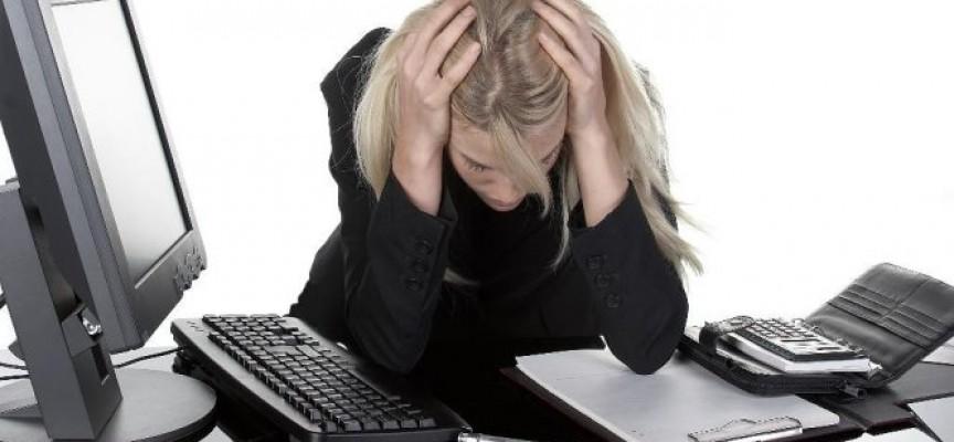 Los daños mentales derivados del estrés laboral afectan al doble de mujeres que de hombres