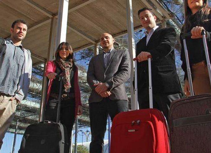 Los españoles se siguen marchando: la emigración creció un 15% en el primer semestre
