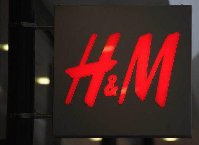 H&M publica 29 ofertas de empleo para vendedores/as. Abrirá 400 tiendas este año.