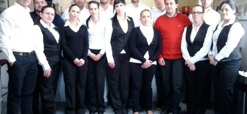 Empleos para camarero/a, recepcionista, teleoperador/a, repartidor/a….