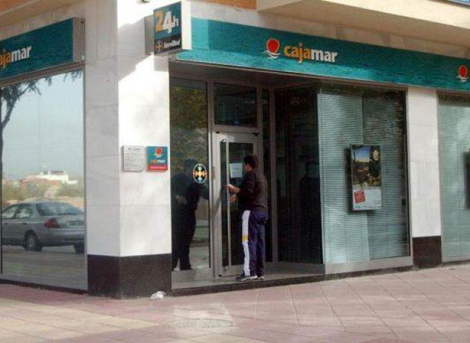 """Convocatoria de """"BECAS 2015″ y Ofertas de empleo en Cajamar. Hasta el 8 de mayo"""