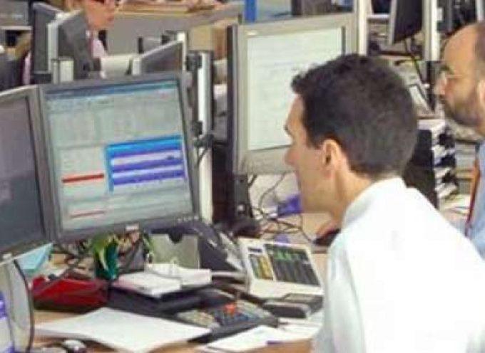 Los españoles gastan un 4% de su salario anual en ir a trabajar Empleados en su puesto de trabajo