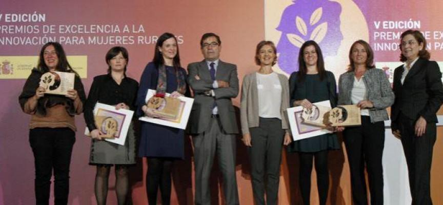 Premios de Excelencia a la Innovación para Mujeres Rurales, en su VI edición, correspondientes al año 2015.