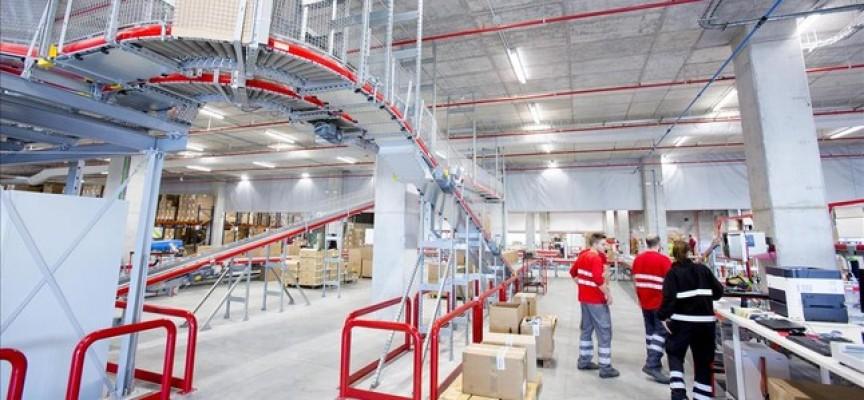 Desigual publica más de 200 ofertas de trabajo. Nuevo centro logístico.