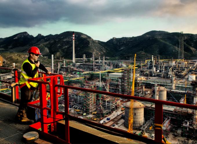 Repsol busca 1.800 trabajadores para su planta de Cartagena.
