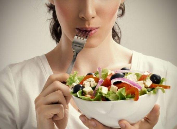 6 hábitos alimenticios que te ayudarán a rendir más en el trabajo