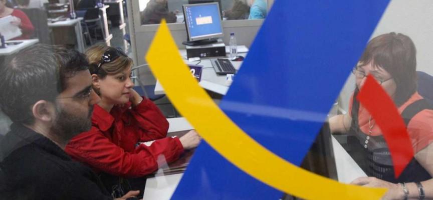 La Campaña de Renta excluye de la deducción de 1.200 euros a madres separadas y parados sin prestaciones