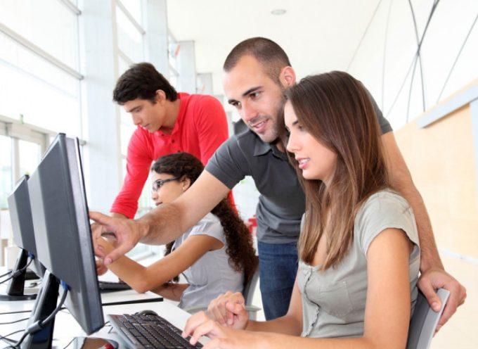 Jóvenes y empresas coinciden en contactar desde el primer curso de universidad