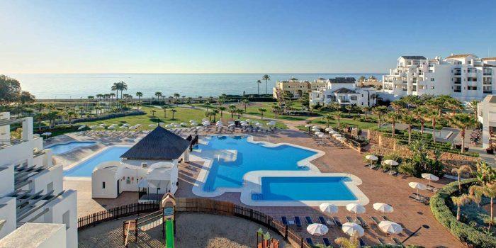 Trabajar en hoteles de andaluc a con hoteles el fuerte for Hoteles con piscina climatizada en andalucia